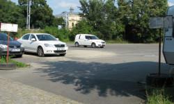 Parkoviště za hotelem Gondola